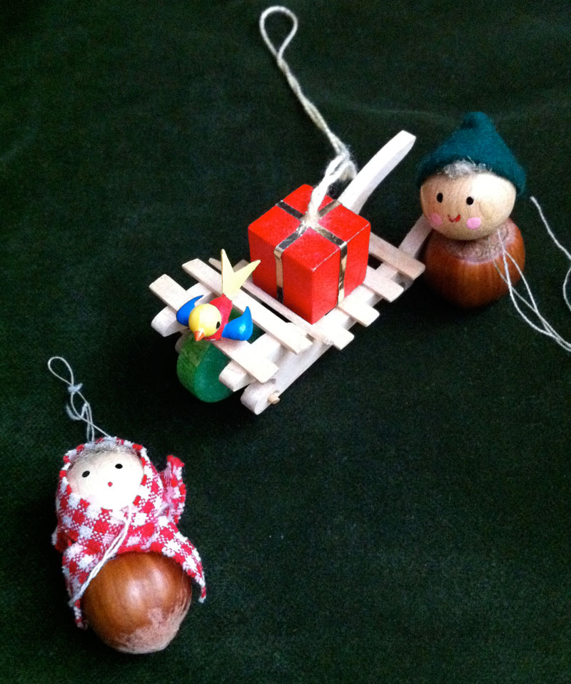 Two hazelnut friends and a cart with a bird and gift.